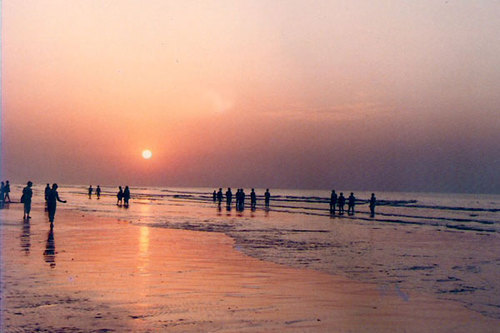 Flowing with the waves in Digha